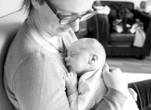 lifestyle newborn fotograaf delft baby met mama