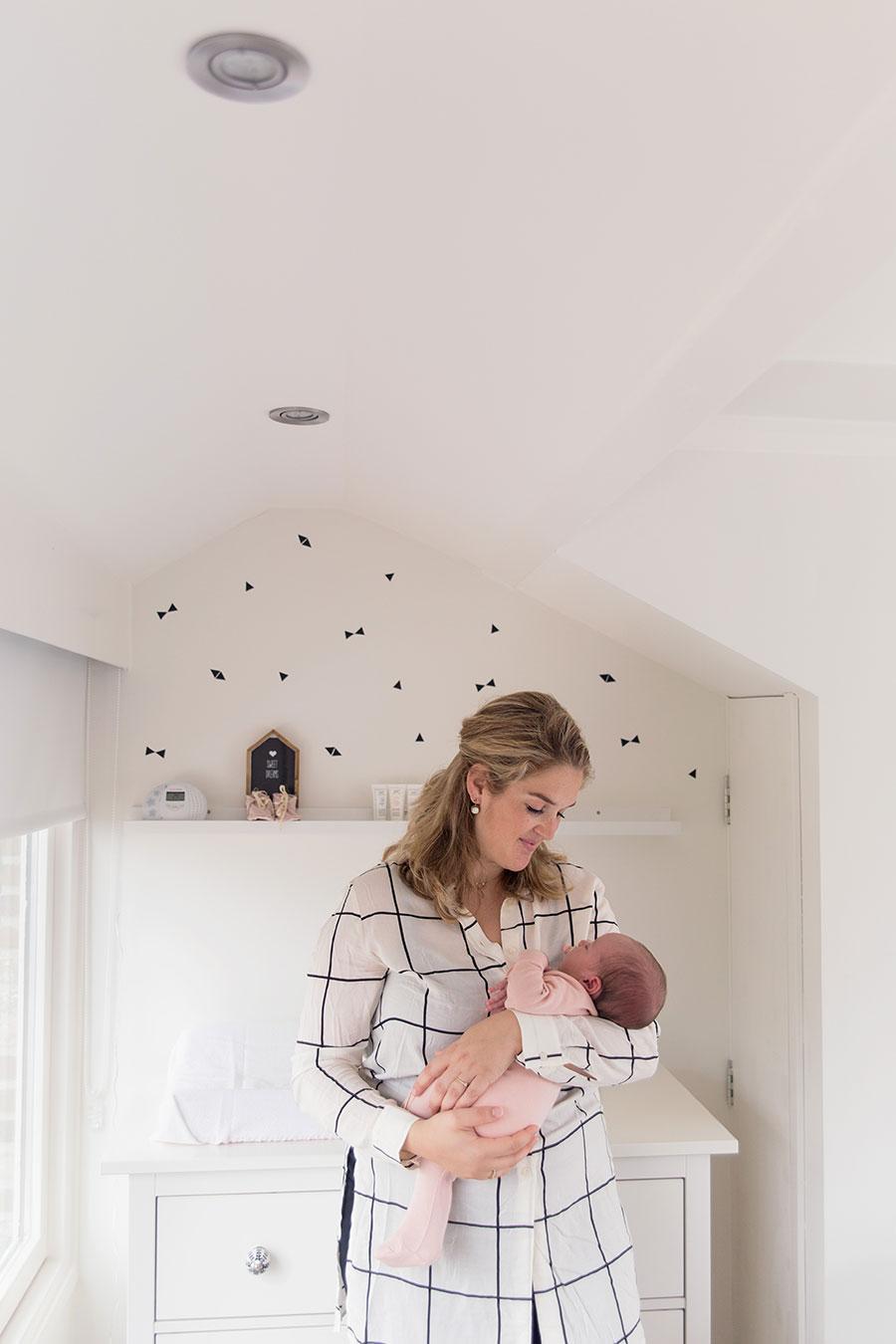 lifestyle newborn workshop mama met baby