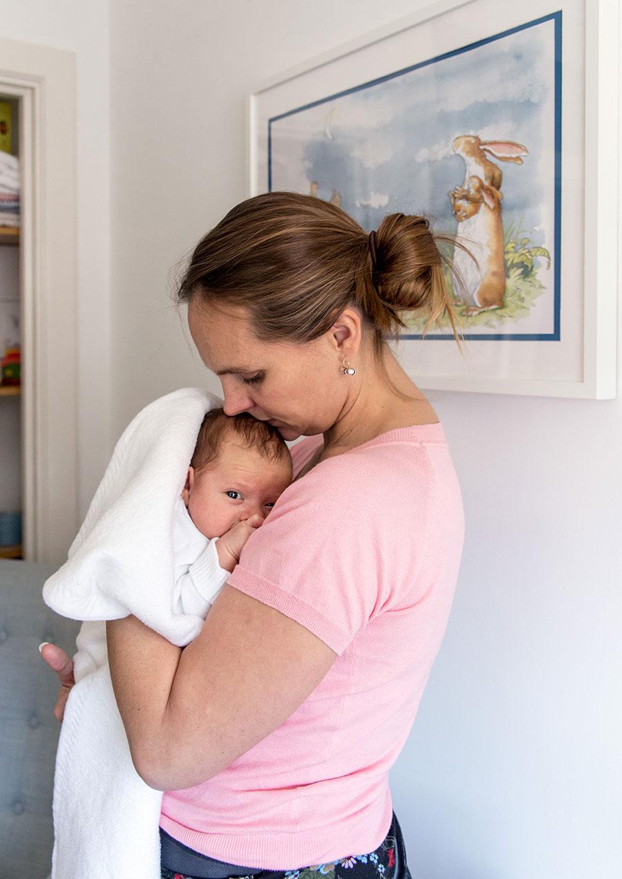 lifestyle fotograaf newborn Delft mama en baby