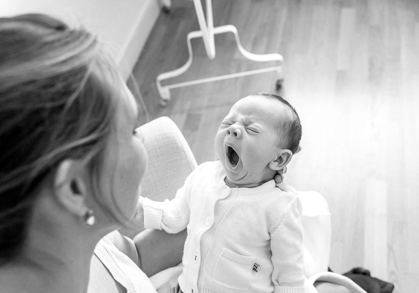 Lifestyle fotograaf newborn Delft: baby H