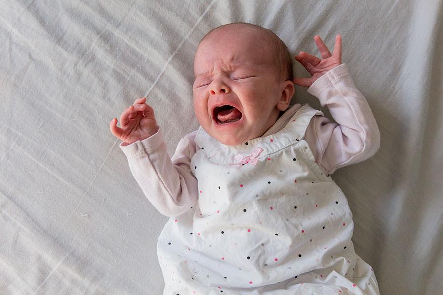 lifestyle newborn fotografie berkel baby huilt