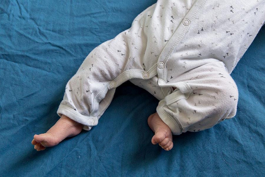 lifestyle newborn fotografie den hoorn kraamreportage babyvoetjes