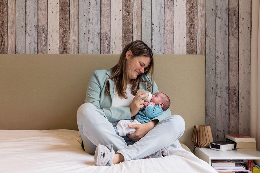 lifestyle newbornfotografie den haag fles