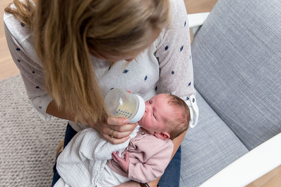 lifestyle newbornfotograaf amsterdam baby flesje