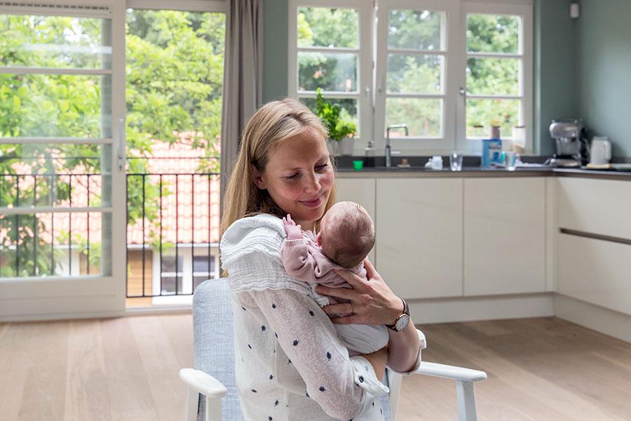 lifestyle newbornfotograaf amsterdam baby en mama