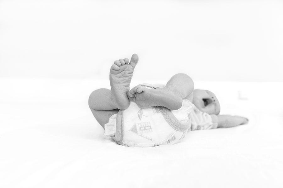 lifestyle newbornfotograaf Delft voetjes