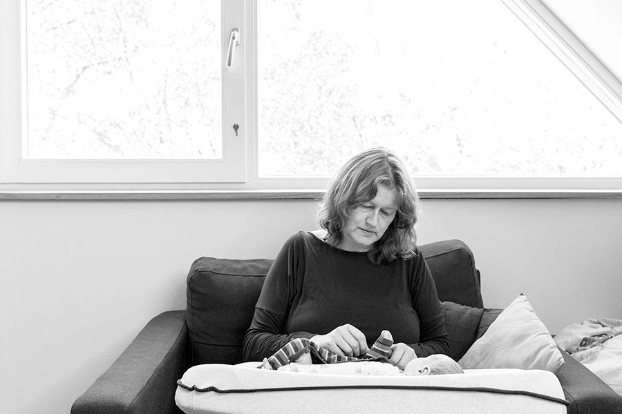 lifestyle newbornfotograaf Delft met mama