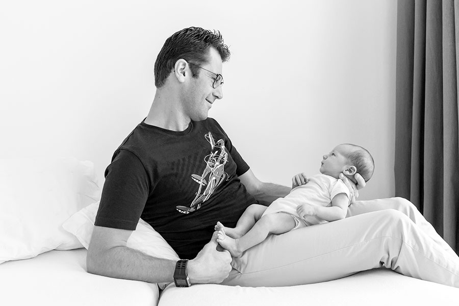lifestyle newborn fotografie Delft papa en baby
