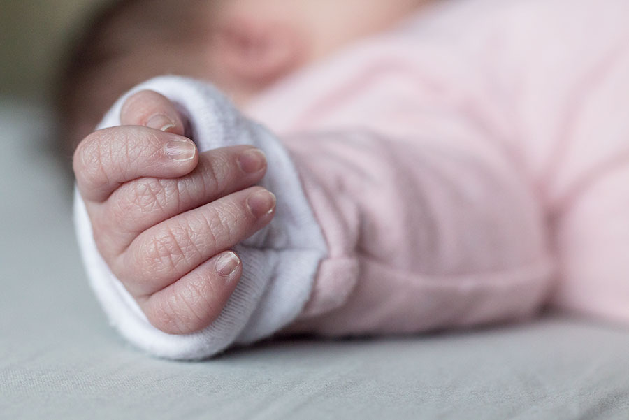lifestyle newbornshoot babyhand
