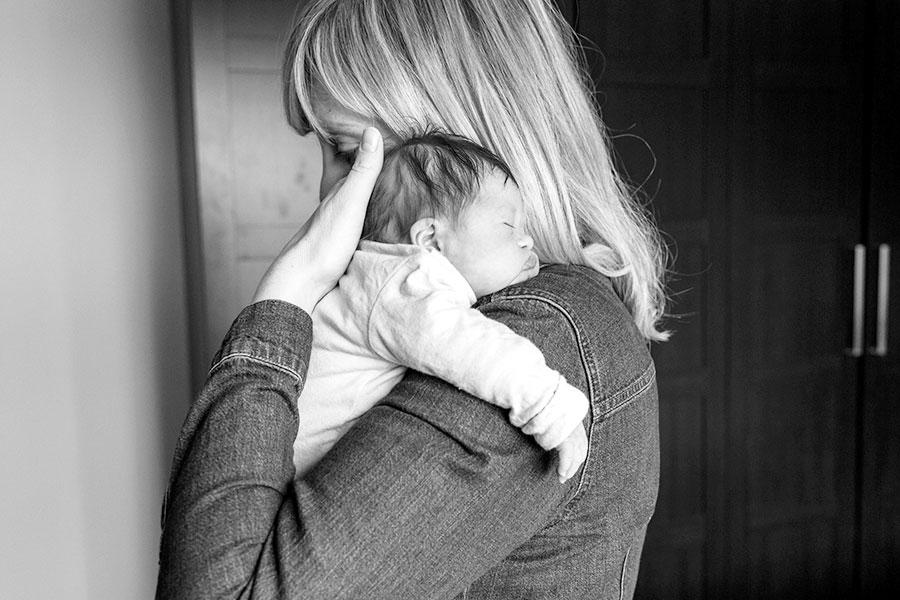 lifestyle newbornshoot baby met mama