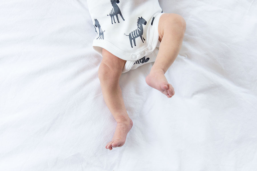 lifestyle newbornfotografie bodegraven baby voetjes