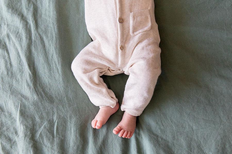 lifestyle newbornshoot babyvoetjes