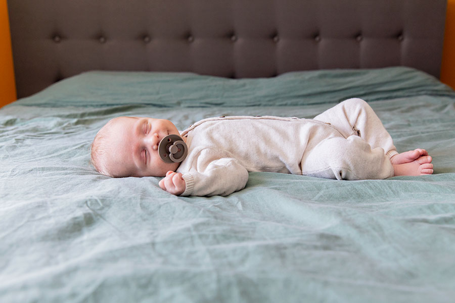lifestyle newbornshoot den hoorn baby